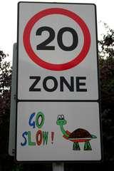 go slow  Straßenschild  Großbritannien - 20 Meilen, Schildkröte, Straßenschild, Großbritannien