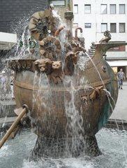 Arche-Noah- Brunnen in koblenz - Brunnen, Wasser, Tiere, Fantasie, Kunstwerk, Wassergewinnung, Grundwasser, Wasserzulauf, Wasserförderung, Zierbrunnen