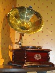 Altes Grammophon - Musik, Grammophon, Schallplatte, alt, Nostalgie, Akustik, Schall, Schallwellen, Plattenspieler, Physik, Schallplattenspieler, Wiedergabe, Töne, Abspielgerät