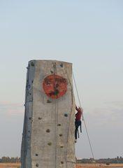 klettern - Mut, neue Wege gehen, Angst, Wagnis, Seil, Sport, Abenteuer, turnen, Freizeit, klettern, schwindelfrei, Freizeitsport, überwinden, über sich hinauswachsen, Ethik, Hilfe, klettern, steigen, besteigen, Wand, heraufsteigen, Kletterer, Kletterhilfe, hinaufklettern, hochklettern, climb, climbing, Boulderwand, Kletterwand, Indoorklettern