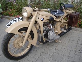 altes Motorrad_BMW - Motorrad, historisch, Fahrzeug, Zweirad, Hubraum, PS, fahren, Verkehr, Verkehrsmittel, Fortbewegung, Rad, Räder, Kraftrad, Schaltgetriebe