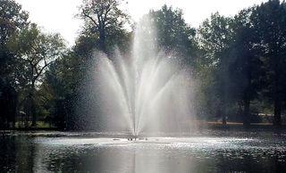 Springbrunnen - Springbrunnen, Gegenlicht, Fontäne, Wasser, Park, Wasser, Strahl, Tropfen, glitzern, Reflexion, Nebel, Wasserspiele, Meditation