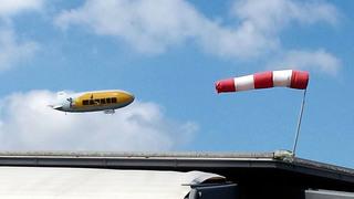 Zeppelin Friedrichshafen #1 - Zeppelin, Friedrichshafen, Fahrzeuge, fahren, fliegen, Flugzeug, Bodensee, Luftschiff, Starrluftschiff, Wasserstoff, Helium, Auftrieb, Dichte, Physik, Windsack, Windstärke, messen, Windrichtung