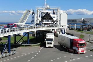 Fähre im Hafen von Puttgarden #1 - Schiff, Schifffahrt, Tourismus, Fähre, Doppelendfähre, Transport, PKW, LKW, Transport, Überfahrt