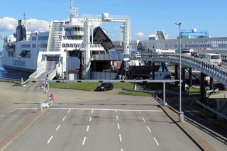 Fähre im Hafen von Puttgarden #2 - Schiff, Schifffahrt, Tourismus, Fähre, Doppelendfähre, Transport, PKW, LKW, Transport, Überfahrt