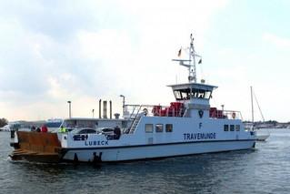 Priwall-Fähre in Travemünde - Schiff, Schifffahrt, Tourismus, Fähre, Doppelendfähre, Transport, PKW, LKW, Transport, Überfahrt