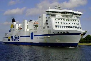 Fährschiff Nils Holgersson #2 - Schiff, Schifffahrt, Tourismus, Fähre, Kombicarrier, Transport, PKW, LKW, Transport, Überfahrt