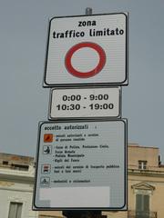 zona traffico limitato - Italien, Verkehrsschild, zona, traffico limitato, verkehrsberuhigt