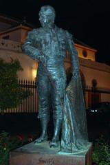 Denkmal eines Stierkämpfers in Sevilla - Stier, Stierkampf, Kampfstier, Sevilla, Andalusien, Trophäe, Arena, Stierkampfarena, Torero, Statue
