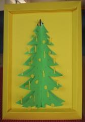 3D - Weihnachtsbaum im Bilderrahmen - Weihnachten, Weihnachtsbaum, Christbaum, Kerzen, Kugeln, basteln, Tonkarton, Papier, Pappe, Klasse 3, Klasse 4, Werken, Schere, Kleber, schneiden, kleben, Bild, Bilderrahmen