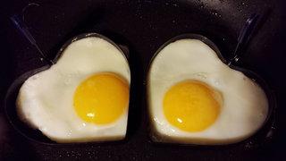 Spiegeleier #1 - Spiegeleier, Spiegelei, Setzei, Ei, Hühnerei, Stierenauge, Ochsenauge, Eiweiß, Eigelb, Eidotter, weiß, gelb, zwei, gebraten, Pfanne