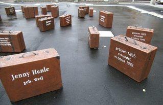 Mahnmal Synagogenplatz #1 - Synagogenplatz, Kunst, Koffer, Judentum, Juden, Holocaust, Nationalsozialismus, Denkmal, Mahnmal, Geschichte