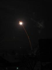Feuerwerk - Flugbahn, Feuerwerk, Nacht, Himmel, Lichter, Farben, leuchten, Feuerwerkskörper, Silvester, Pyrotechnik, Rakete, Antrieb, Rückstoß