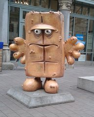 Bernd das Brot - Bernd das Brot, Erfurt, Kika, Kindersendung, Kinderserie, Puppenfigur, Kastenweißbrot, Weißbrot, deprimiert, depressiv, Kultstatus, Kultfigur, Maskottchen