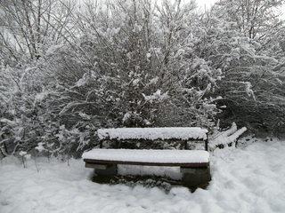 Bank im Schnee - Winter, Schnee, Bank, zugeschneit, verschneit, schneebedeckt