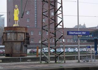 Auf dem Bahnsteig - Oberhausen, Bahnsteig, Bahnhof, Rost, Kunst im öffentlichen Raum, warten, Ruhrgebiet, Skulptur