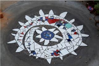 Mosaik in Kalk Bay - Spirale, Mosaik, bunt, verschlungen, Einlegearbeit, Ornament, Südafrika, Kalk Bay