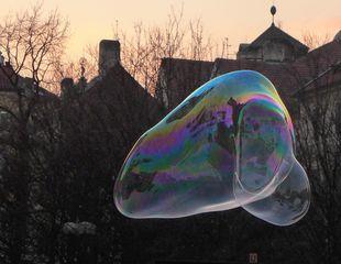 Seifenblase - Seifenblase, schweben, Tenside, Oberflächenspannung, Membrane, Brechung, schillern, schimmern, Blase, Kugel, Fantasie, Physik, Seife