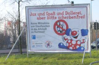 Hinweisschild: Aktion scherbenfreie Altstadt - Karneval, Scherben, scherbenfrei, Glasflaschen, Bitte, Aufruf