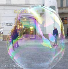 Seifenblase #1 - Seifenblase, schillernd, schweben, Tenside, Oberflächenspannung, Membrane, Brechung, schillern, schimmern, Blase, Kugel, Fantasie, Physik, Seife