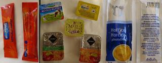 Frühstück - tschechisch - Senf, Ketchup, Butter, Marmelade