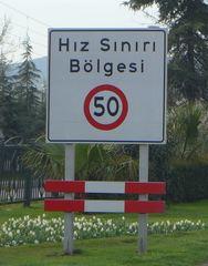 Hinweisschild - türkisch - Hinweis, Hinweisschild, Geschwindigkeit, türkisch, Verkehrsschild, Verkehrszeichen, Schild