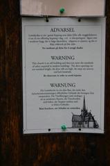 Stabkirche, Detail Warntafel  - Stabkirche, Warnung, Gefahr, Schilder, Tafel, Sprache, norwegisch, englisch, deutsch, Sicherheit, Bewusstsein