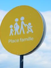 Place Famille - Frankreich, civilisation, parking, panneau, Schild, Parkplatz, Familie, famille, gelb