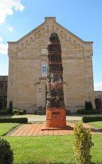 Helmstedt - Gerechtigkeitssäule # 1 - Helmstedt, Säule, Gerechtigkeit, Gericht, Obelisk, Skulptur, Denkmal, Weltkrieg, Judenverfolgung, Relief