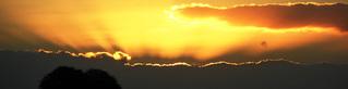 Sonne hinter Wolken - Sonne, Sonnenuntergang, Abendstimmung, Abend, goldener Oktober, golden, Herbst, Sonnenstrahlen, Sonnenstrahl, Wolken, Wolke, Strahl, Strahlen
