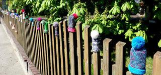 Urban Knitting #4 - stricken, häkeln, Kultur, Knitting, Graffiti, Kunst, Motiv, Impression, Motiv, warm, Wolle, Strickkunst, Objektkunst, Kunstobjekt, bunt, Verschönerung, Gemeinschaft