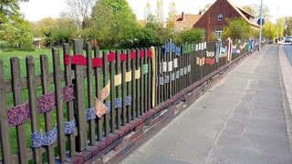 Urban Knitting #7 - stricken, häkeln, Kultur, Knitting, Graffiti, Kunst, Motiv, Impression, Motiv, warm, Wolle, Strickkunst, Objektkunst, Kunstobjekt, bunt, Verschönerung, Gemeinschaft