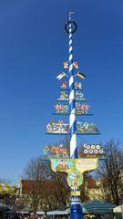 Maibaum - Maibaum, Frühling, Tradition, Handwerk, Krone, Symbole, Bänder, flechten, Stamm, Tourismus, Zunftbaum, Zunftzeichen, Handwerk, Zünfte