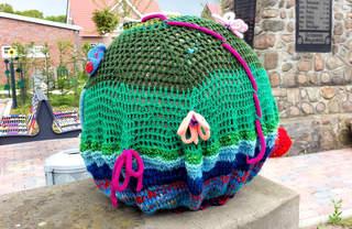 Urban Knitting #11 - stricken, häkeln, Kultur, Knitting, Graffiti, Kunst, Motiv, Impression, Motiv, warm, Wolle, Strickkunst, Objektkunst, Kunstobjekt, bunt, Verschönerung, Gemeinschaft