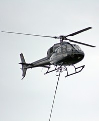 Hubschrauber im Einsatz - Hubschrauber, Himmel, fliegen, Propeller, Helikopter, Maschine, Fluggerät, Hubschrauber, Rettung, Einsatz, Luftrettung, Sicherheit, fliegen, Helikopter, Rotor, Physik, Aerodynamik, Rotorblätter, Pilot, schnell, Berufsbild, Beruf, Luftfahrzeug, Heli, drehen, aufsteigen, rotieren, Motorkraft, Auftrieb, Vortrieb, Flügel, Tragflächen, Drehflügler, Flugleistung, Steighöhe, Höhe, Leistung