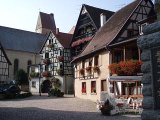 Maisons d'Alsace - Typische Häuser aus dem Elsass - Elsass, Fachwerkhaus, Dorfplatz, Dorf, Frankreich