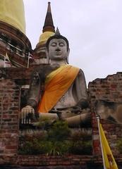 Ayutthaya - Buddha vor Wat Yai Chai Mongkhon - Ayutthaya, Siam, Provinz Phra Nakhon Si, Thailand, Buddha sitzend
