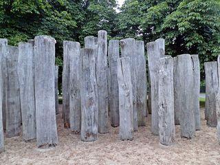 Freilichtlabyrinth - Sport, überwinden, klettern, steigen, Labyrinth, bewegen, Bewegung, orientieren, Stämme, Baumstämme, Suche, Weg, Wege, Richtung, Richtungsänderung, spielen, Freizeit, fördern, laufen, Kunst, Ethik