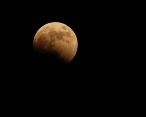 beginnende Mondfinsternis #1 - Mondfinsternis, beginnende Mondfinsternis, Erdschatten, Licht und Schatten, Optik, Physik, Geografie, Mond