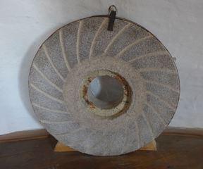 Mühlstein #2 - Mühle, Mühlstein, mahlen, rund, Stein, Getreide, Windmühle, Müller, Kreis, Zylinder, Kreisring, Masse, Dichte, Physik