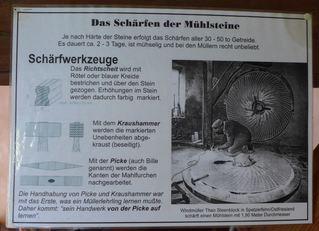 Mühlstein #4 - Mühle, Mühlstein, mahlen, rund, Stein, Getreide, Windmühle, Müller, Kreis, Zylinder, Kreisring, Masse, Dichte, Physik, schärfen