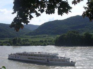 Donau - Donau, Fluss, Schiff, Reise, Wachau, Weinberge, Ausflug, Ferien, Urlaub