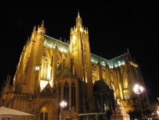 Metz Kathedrale am Abend - Kirchengebäude, Kathedrale, Kulturdenkmal, Kirche, Metz, Gotik, Architektur, Religion