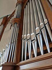 Teil einer Orgel - Orgel, Kirchenorgel, Musik, Musikinstrument, Gottesdienst, Pfeifen, Töne, Instrument, Wind, Luftstrom, Spieltisch, Organist, Register, Lieder, Konzert, Detail, Rätsel