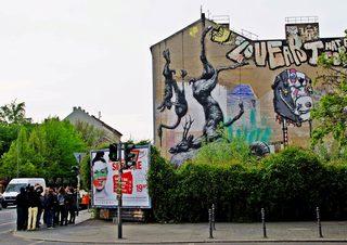 StreetArt Roa, Nature Morte - Momentaufnahme einer Großstadt - Urbanität, urbanes Leben, Kultur, Großstadt, Ethik, Lebensführung, sozial, Miteinander, Gesellschaft, Soziologie, Architektur, Städtebau, Graffiti, Wandel, Veränderung, StreetArt
