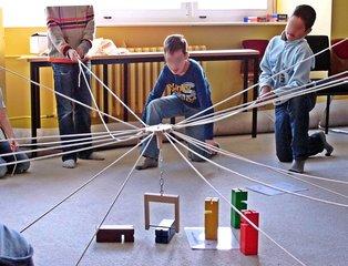 Fröbelkran - Fröbelturm - kooperativ, Kooperation, lernen, Fröbel, Fröbelturm, Fröbelkran, Gruppe, bauen, Spiel, spielen, Lernspiel, kooperieren, miteinander