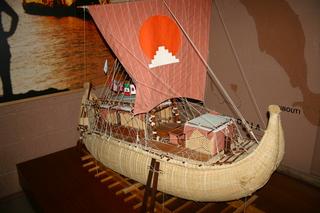 Modell der RA von Thor Heyerdahl - Papyrus, Boot, Ägypten, Atlantiküberquerung, prähistorisch, Seefahrt, Neue Welt, Forscher, Entdecker, Schiff, Segel, segeln