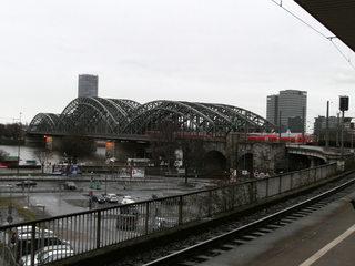 Hohenzollernbrücke in Köln - Brücke, Hohenzollernbrücke, Stahlbrücke, Köln-Deutz, Bogenbrücke, Eisenbahnbrücke, Rheinbrücke