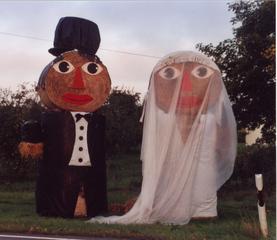 Brautpaar - Hochzeit, Brautpaar, Strohballen, Ehe, Familie, Braut, Bräutigam, Paar, heiraten