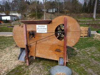 Windfege#1 - Windfege, Kornfege, Getreideputzmühle, Rotationsworfelmaschine, Landmaschine, historische Maschine, Getreideverarbeitung, Getreidereinigung, Putzmühle